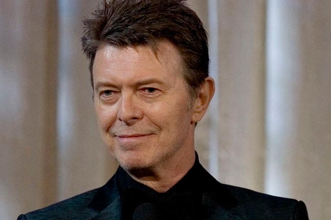 """Michael C. Hall (da série """"Dexter"""") canta """"Lazarus"""", de David Bowie, em programa de TV – Monkeybuzz"""